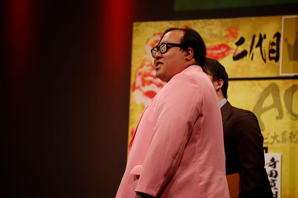「サトシになれるメガネ」で戦いに挑む大鶴肥満